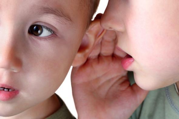 Das Kinder anfangen zu stottern kommt häufiger vor.