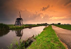 Varel: Windmühle bei untergehender Sonne