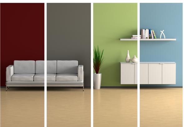 Ein Designersofa, Sideboard und Bücherregal.