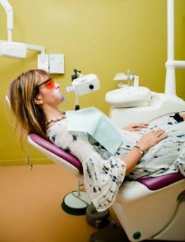 Zahnfaufhellung direkt beim Zahnarzt