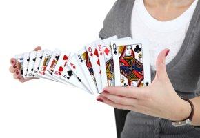 Zaubern: Kartentricks und Fingerfertigkeit