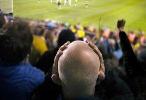 Zuschauer in einem Fußballstadion