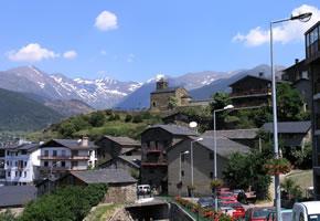 Andorra ist ein Zwergstaat, umgeben von den Pyrenäen